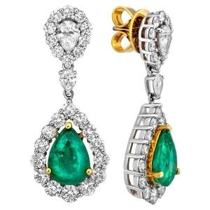 Серьги из комбинированного золота с изумрудами и бриллиантами