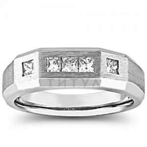 Мужское кольцо из белого золота с квадратными бриллиантами