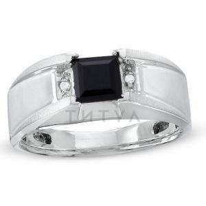 Мужское кольцо из белого золота с ониксом и бриллиантом